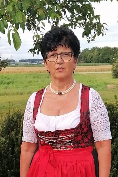 Marianne Feichtinger - Goldhaubengruppe Neukirchen bei Lambach